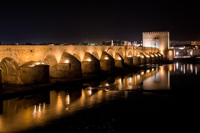 most přes řeku v noci
