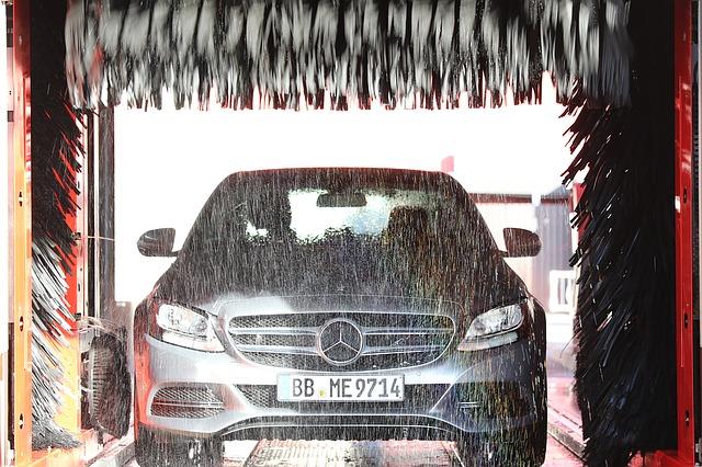 Mercedes-Benz v myčce