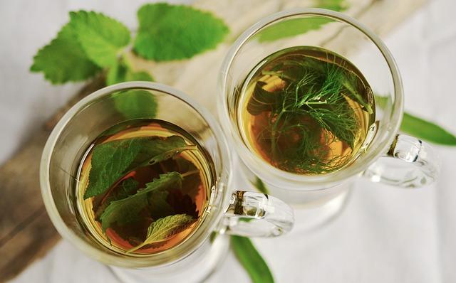 čaj s bylinkami