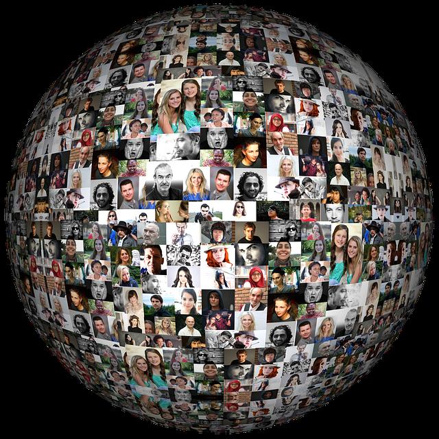 Fotografie různých lidí, hodně fotografií, malých v rámečku a tvoří jednu velkou kouli