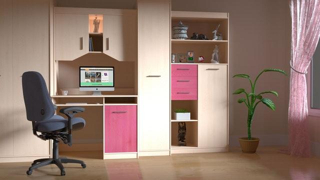 hnědo-růžová nábytková sestava