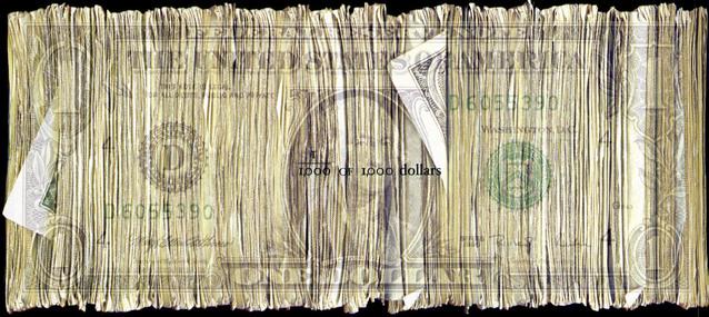 bankovky přeskládané za sebe tvořící jeden obraz bankovky