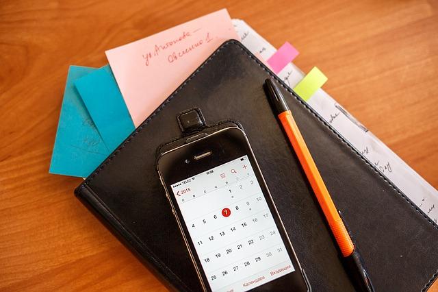 kalendář na mobilu